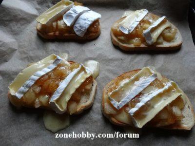 Горячие бутерброды с яблоком и сыром камамбер