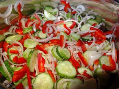 salat-iz-ogurcov-so-sladkim-percem-na-zimu